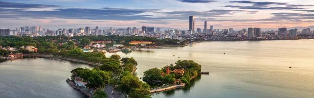 Hồ Tây không chỉ là điểm đến, điểm hẹn lý tưởng mà còn là nơi sống thích hợp cho giới nhà giàu Hà thành cũng như những người nước ngoài đang sống và làm việc tại Thủ đô.