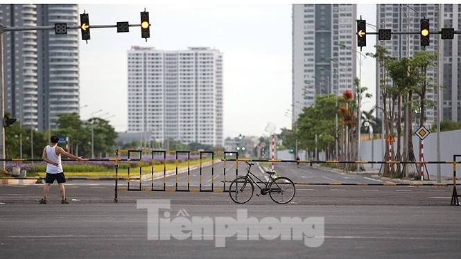 Hiện tại trục đường này mới cho các phương tiện giao thông qua lại, đoạn nối giữa đường Hoàng Quốc Việt với đầu đường đoạn khu đô thị Tây Hồ Tây. Đoạn này có chiều dài khoảng hơn 600 mét.