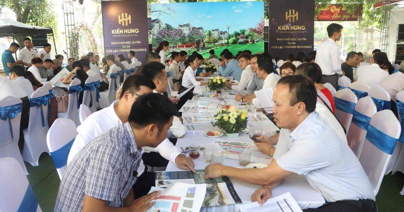Khách hàng háo hức tham dự Sự kiện Ra mắt Dự án Hòa Lạc Premier Residence ngày 20/10/2019